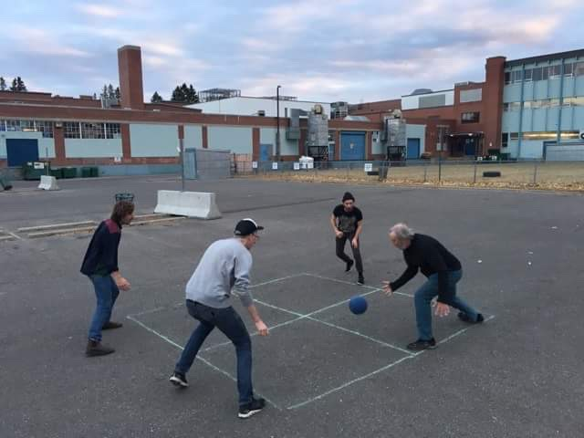 Vic plays 4 square with Union Duke